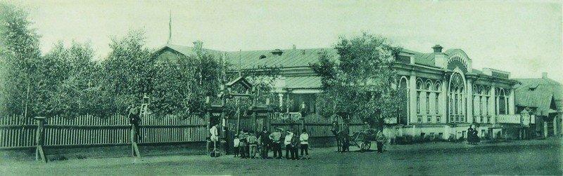 Дом декабриста А.Е.Розена, в дальнейшем здание Общественного собрания, ул. Советская, 67