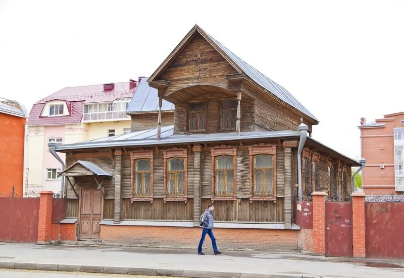 Дом с мезонином, ул. М. Горького, 80