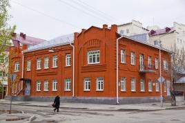 Двухэтажное кирпичное здание стиля «Модерн», Горького 84