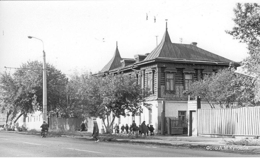 Дом иностранных монополий, ул. Куйбышева, 139