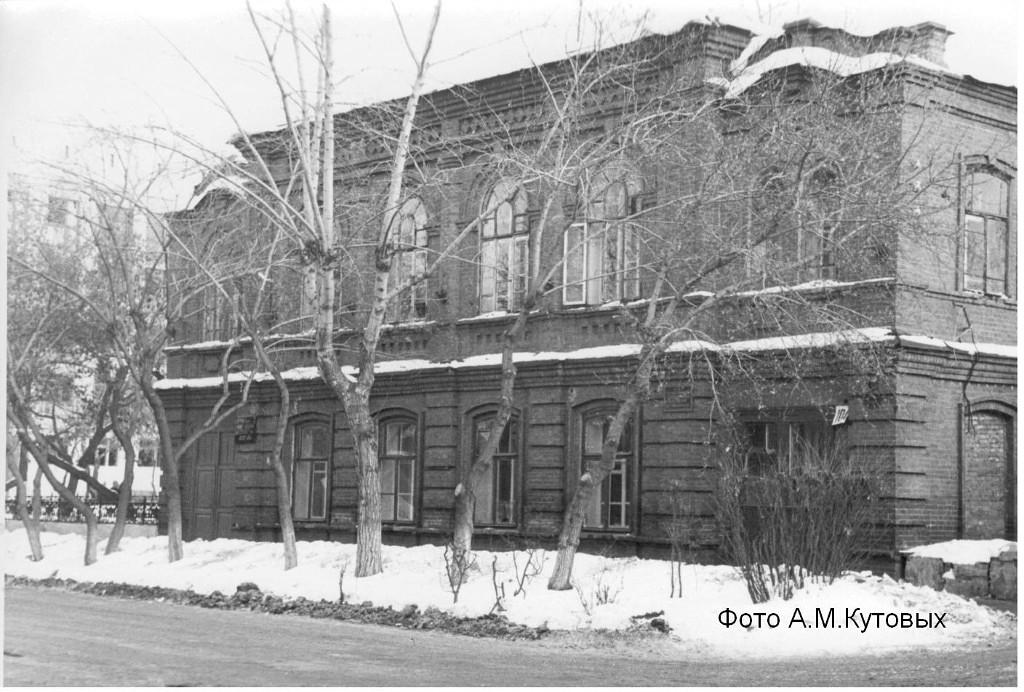 Доходный дом Васильевых, в семье которых родился известный поэт С. Васильев, ул.Советская, 104