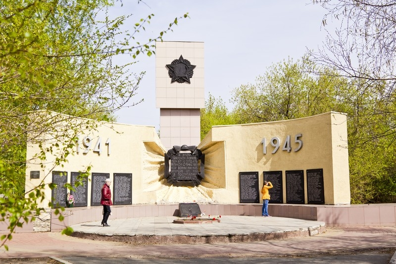Братская могила воинов, погибших от ран в госпиталях г.Кургана в годы Великой Отечественной войны, ул. 9 января, парк Победы
