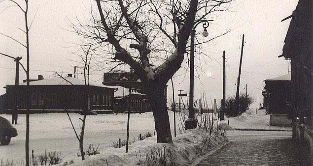 Памятник видному Советскому государственному деятелю Л.Б. Красину, перекресток ул. Красина — Куйбышева