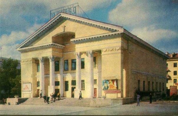 Здание кинотеатра «Россия», ул. Володарского, 75