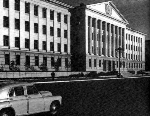 Здание Администрации г. Кургана, площадь им.Ленина