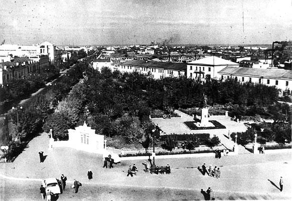 Памятник Наташе Аргентовской, Троицая площадь