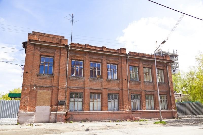 Здание училища, ул. Комсомольская, 14