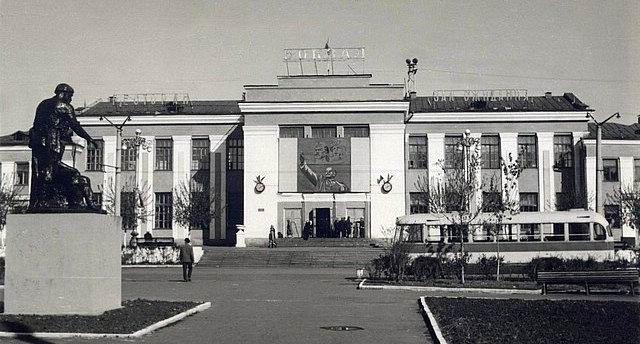 Здание железнодорожного вокзала и депо, пл.Слосмана, 6