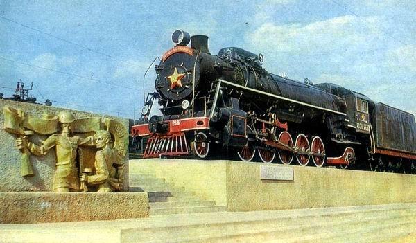 Памятник трудовой славы курганских железнодорожников, площадь Собанина