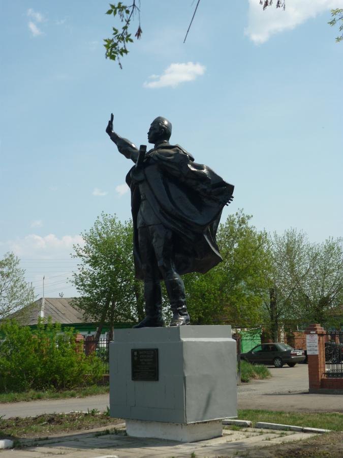 Памятник А.М. Матросову (улица Гвардейская, 2)
