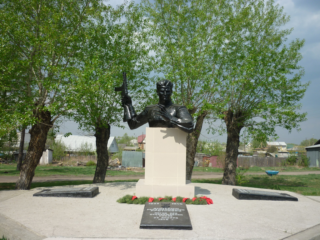 Памятник Д.М. Крутикову (улица Спортивная, 11)