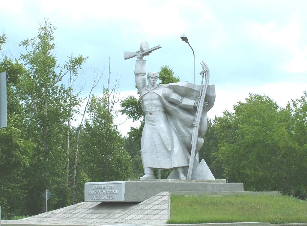 Мемориальный ансамбль в честь воинов 32-го лыжного полка (поселок Увал)